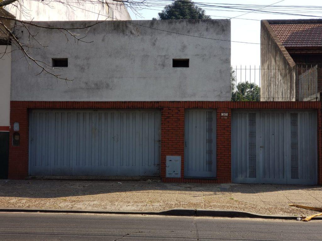 Casa – 3 AMB – Quincho / Entrada de Autos