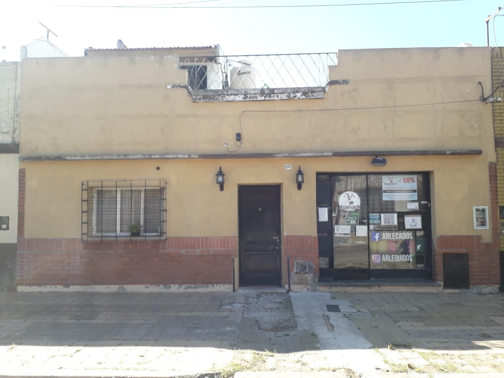 Casa c/Local – Venta – 3 Amb.